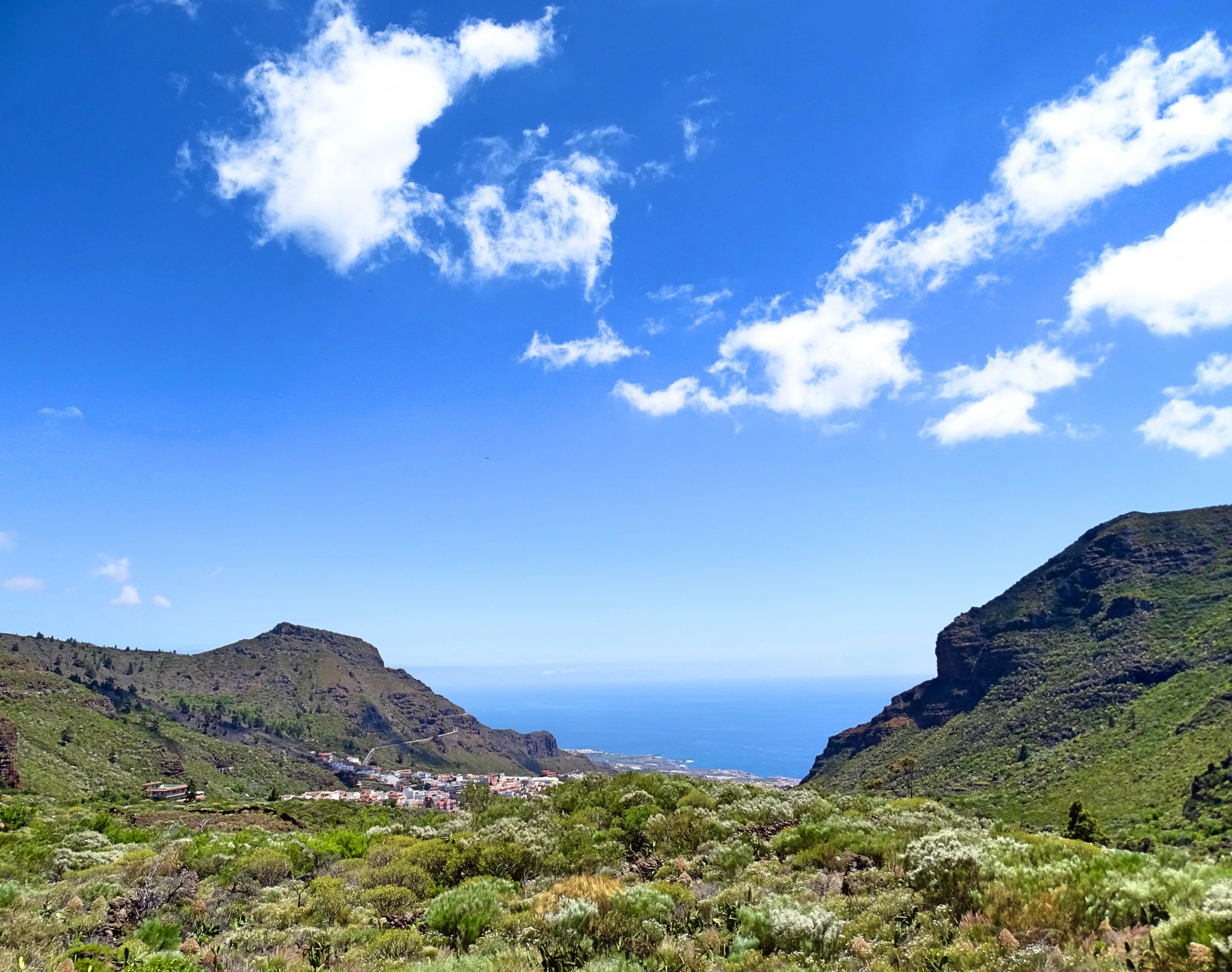 View down to Los Gigantes